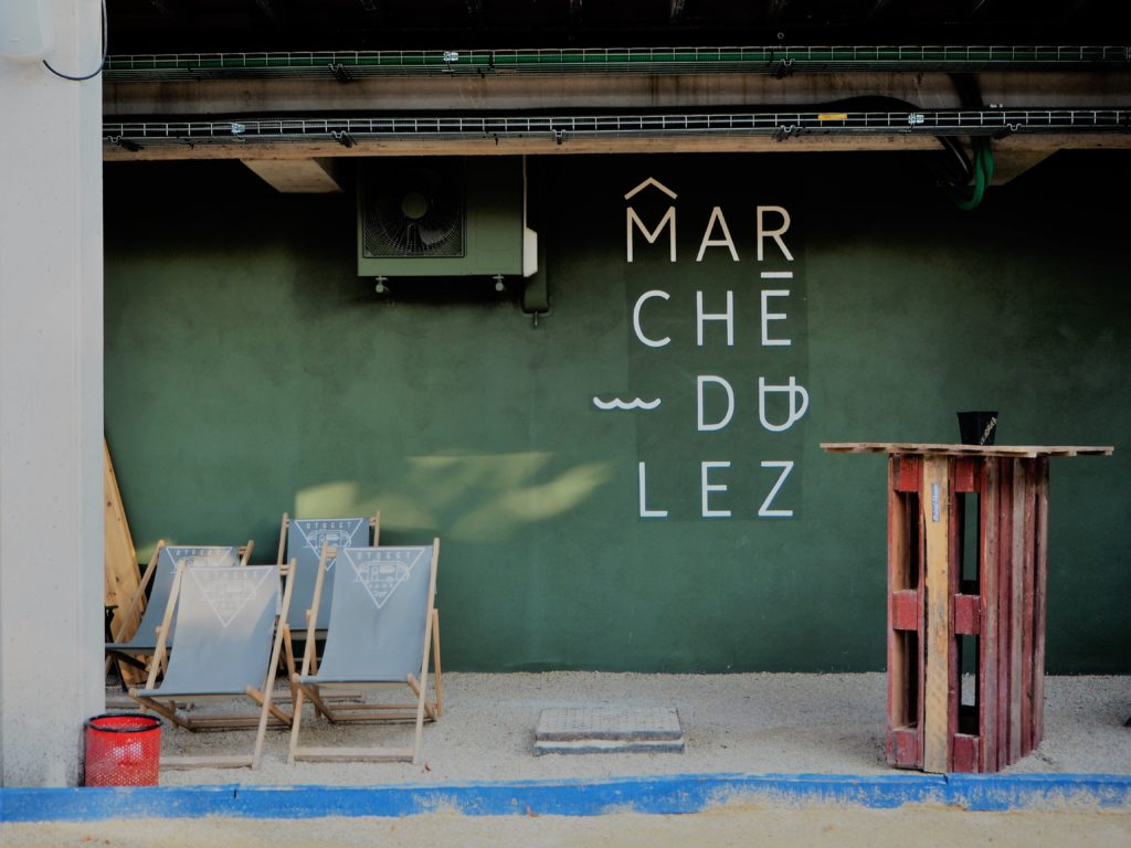 Sun loungers at the Marché du Lez CP : Alice Fiedler Cultural Life